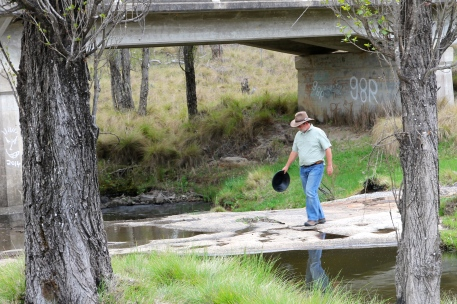 Tenterfield Creek - Gold Panning (NSW)