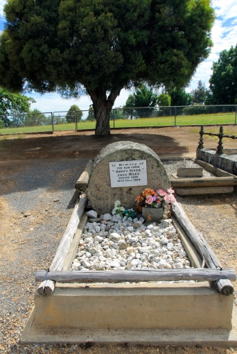 Corryong - Jack Riley's Grave (vic)