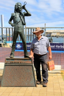 Fremantle - Bon Scott Statue - Greg James, Sculptor (WA)