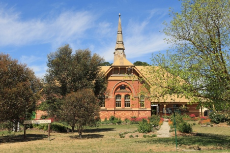 Clune - Information Centre and Bottle Museum (Vic)