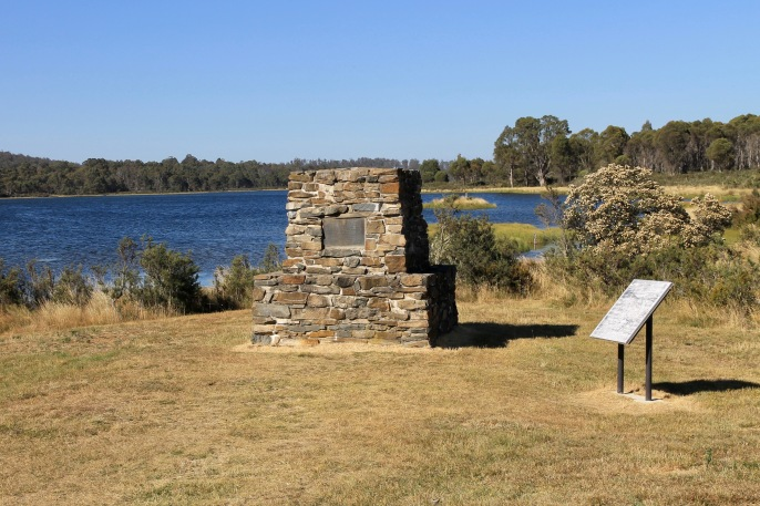Bronte Lagoon - Monument At The Geographical Centre Of Tasmania (Tas)